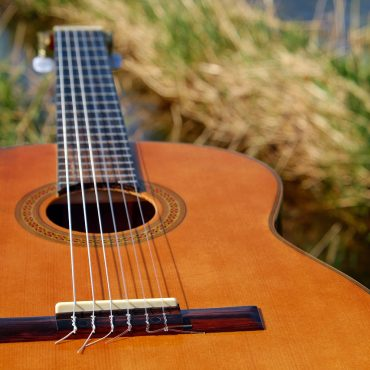 Getting Difficulty Understanding Acoustic guitar? Try These Pointers!